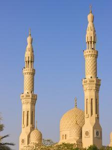 Jumera Mosque, Dubai, United Arab Emirates by Keren Su