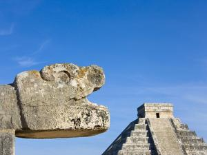 Pyramid of Kulkulcan and sculpture at Chichen Itza by Keren Su