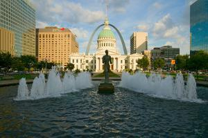 "Kiener Plaza - ""The Runner"" in water fountain in front of historic Old Court House and Gateway A..."
