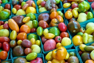 Colorful Heirloom Tomatoes at a Farmers' Market by Kike Calvo