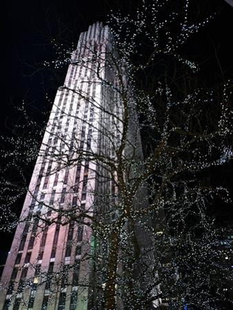 Rockefeller Center at Night by Kike Calvo