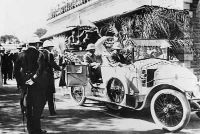 King George V and Queen Mary Leaving Nagpur Station for the Sitabuldi Fort, 1911--Photographic Print