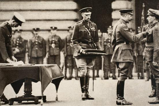 King George V awarding the Victoria Cross to Private Wilfred Edwards, 1917-Unknown-Photographic Print