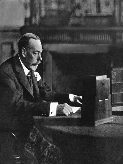 King George V Broadcasting to the Empire on Christmas Day, Sandringham, 1935--Giclee Print