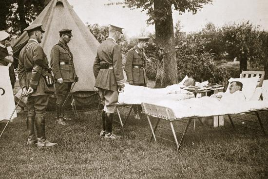 King George V conversing with wounded officers, France, World War I, 1916-Unknown-Photographic Print