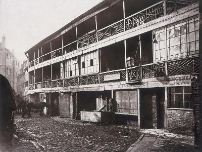 King's Head Inn, Southwark, London, 1881-Henry Dixon-Photographic Print