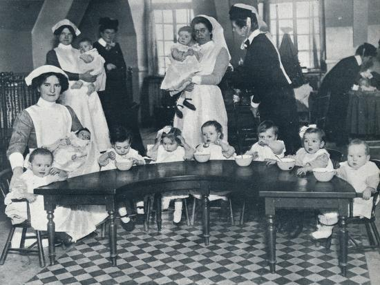 Kingsway Hall Creche for children with fathers at the war and mothers who are working, 1914-Unknown-Photographic Print