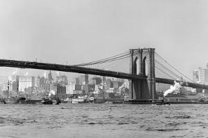 The Brooklyn Bridge Spans the East River, Ca. 1910. by Kirn Vintage Stock
