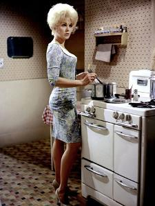KISS ME STUPID, 1964 directed by BIILY WILDER Kim Novak (photo)
