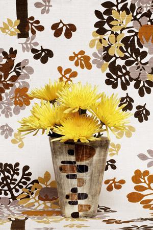 https://imgc.artprintimages.com/img/print/kitsch-flowers-i_u-l-f875j40.jpg?p=0