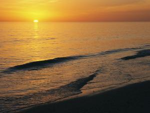 The Sun Sinks into the Gulf of Mexico by Klaus Nigge