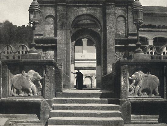 'Kloster im Tempeldes Heiligen Zahnes (Dalada Maligawa Vihara), Kandy', 1926-Unknown-Photographic Print