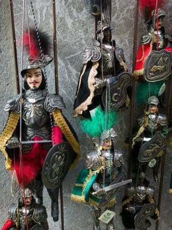 https://imgc.artprintimages.com/img/print/knight-puppets-corso-umberto-1-taormina-sicily-italy_u-l-p5a0f20.jpg?p=0