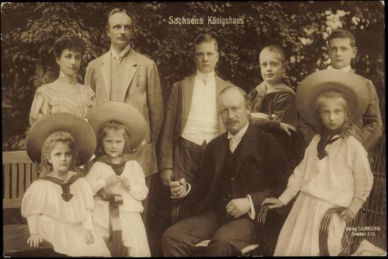 König Friedrich August Von Sachsen Mit Familie--Giclee Print