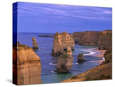 Twelve Apostles Limestone Cliffs, Port Campbell National Park, Victoria, Australia