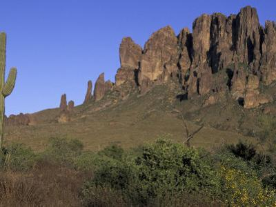 Superstition Mountains, Lost Dutchman State Park, Arizona, USA