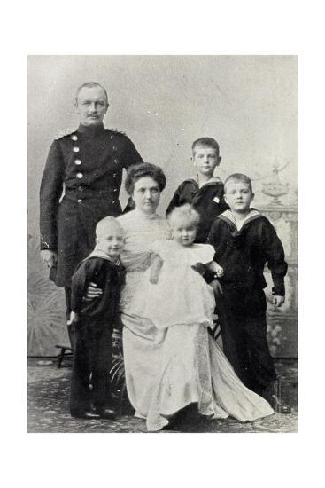 Kronprinz Friedrich August V Sachsen Mit Familie--Giclee Print