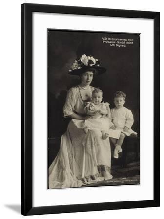 Kronprinzessin Mit Gustaf Adolf Und Sigvard, Schweden--Framed Giclee Print