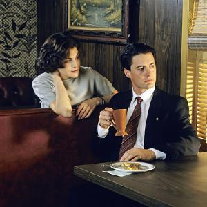 "KYLE MacLACHLAN; SHERILYN FENN. ""Twin Peaks"" [1990], directed by DAVID LYNCH."