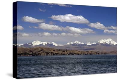 Bolivia, Lake Titicaca, Scenic Mountains