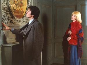 L'HOMME PRESSE, 1976 directed by EDOUARD MOLINARO Alain Delon and Mireille Darc (photo)