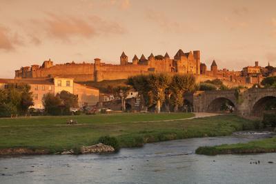 https://imgc.artprintimages.com/img/print/la-cite-medieval-fortress-city-bridge-over-river-aude-carcassonne-languedoc-roussillon-france_u-l-q12sbf90.jpg?p=0