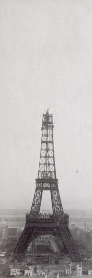 La construction de la Tour Eiffel vue de l'une des tours du palais du Trocadéro-Théophile Féau-Giclee Print