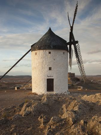 https://imgc.artprintimages.com/img/print/la-mancha-windmills-consuegra-castile-la-mancha-region-spain_u-l-phb09v0.jpg?p=0