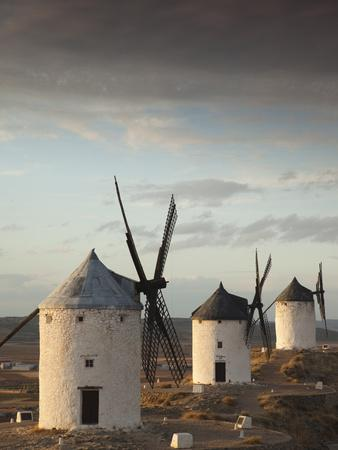 https://imgc.artprintimages.com/img/print/la-mancha-windmills-consuegra-castile-la-mancha-region-spain_u-l-phb0ai0.jpg?p=0