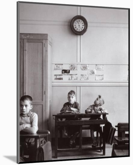 La Pendule, Paris, c.1957-Robert Doisneau-Mounted Art Print