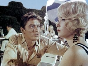 LA ROLLS-ROYCE JAUNE by Anthony Asquith with Alain Delon and Shirley MacLaine, 1964 (photo)