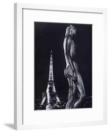 La Terrasse du Palais de Chaillot, Paris-Robert Doisneau-Framed Art Print