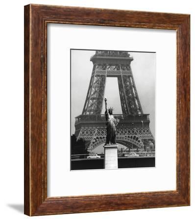 La Tour Eiffel En Liberté, 1969-Robert Doisneau-Framed Art Print
