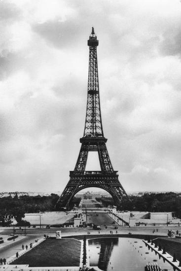 La Tour Eiffel Et Bassins De Chaillot, Paris, 20th Century- Veritable-Giclee Print