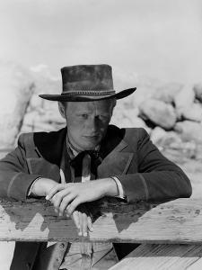 La Ville Abandonnee YELLOW SKY by William Wellman with Richard Widmark, 1948 (b/w photo)