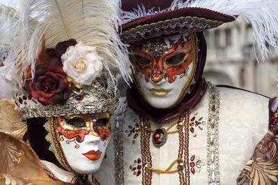 https://imgc.artprintimages.com/img/print/lady-and-gentleman-in-red-and-white-masks-venice-carnival-venice-veneto-italy-europe_u-l-pwfd4u0.jpg?p=0