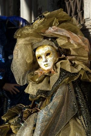 https://imgc.artprintimages.com/img/print/lady-in-gold-venice-carnival-venice-veneto-italy-europe_u-l-pwfds60.jpg?p=0