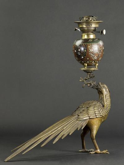 Lampe à pétrole soutenue par un faisan--Giclee Print