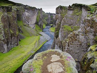 https://imgc.artprintimages.com/img/print/landscape-of-fjadrarglufur-gorge-iceland_u-l-pfwl9v0.jpg?p=0