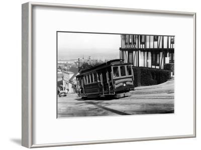 San Francisco, CA Cable Cars up Russian Hill Photograph - San Francisco, CA