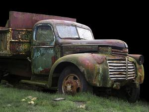 Mac's Trucking GMC by Larry Hunter