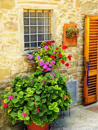 https://imgc.artprintimages.com/img/print/late-summer-in-the-tuscan-village-of-volpaia-tuscany-italy_u-l-pxqcjr0.jpg?p=0