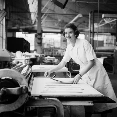 Laundry Worker-Chaloner Woods-Photographic Print