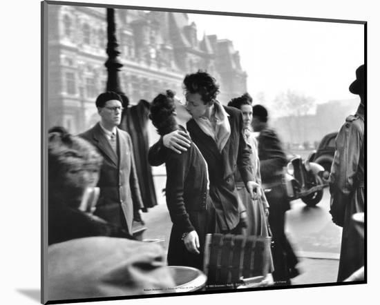 Le Baiser de l'Hotel de Ville, Paris, 1950-Robert Doisneau-Mounted Print