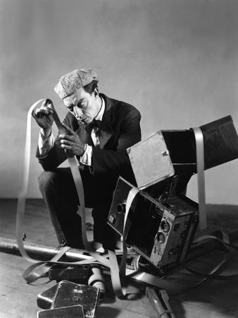 https://imgc.artprintimages.com/img/print/le-cameraman-the-cameraman-de-edward-sedgwick-avec-buster-keaton-1928_u-l-pjuff10.jpg?p=0