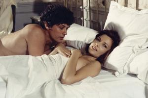 LE GANG, 1976 directed by JACQUES DERAY Alain Delon and Nicole Calfan (photo)