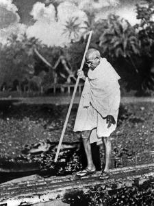 Le Mahatma Mohandas Karamchand Gandhi (1869-1948) During Salt March in 1930