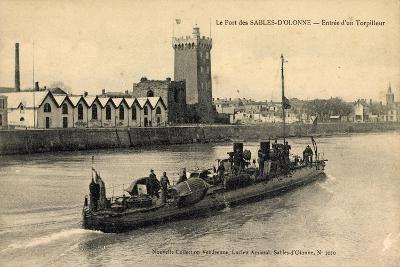 Le Port Des Sables D'Olonne, Entrée D'Un Torpilleur--Giclee Print