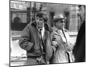 Le realisateur Jean-Pierre Melville and Alain Delon sur le tournage du film Un Flic, 1972 (b/w phot