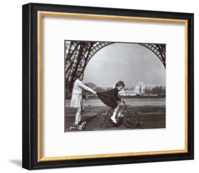 Le Remorqueur du Champ de Mars-Robert Doisneau-Framed Art Print